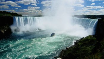 Niagara Falls Tour with Lunch from Toronto