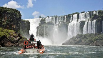 Iguazu Falls Tour with Macuco Speedboat Ride