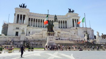 Full-Day Tour to Rome with Dinner