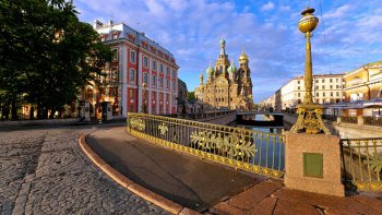 Walking Tour with Entry to Russian Museum & Church of the Saviour on Blood
