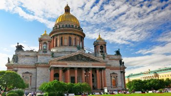 Grand City Sightseeing Tour of Saint Petersburg with Lunch & Admissions