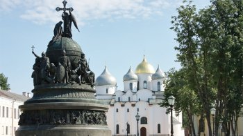 Novgorod Guided Full-Day Tour with Admissions from Saint Petersburg