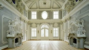 Kadriorg Palace Guided Tour from Tallinn