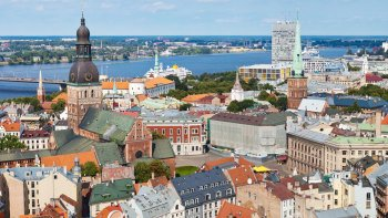 Panoramic Riga Sightseeing Tour with Admissions & Transport