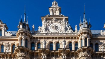 Private Riga Art Nouveau District & Central Market Walking Tour
