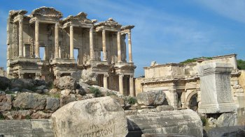 Ephesus Day Trip with House of the Virgin Mary or Archaeological Museum