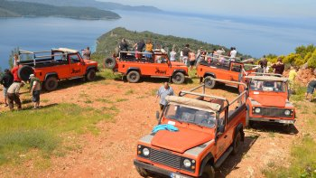 Off-Road Jeep Safari Eco-Adventure