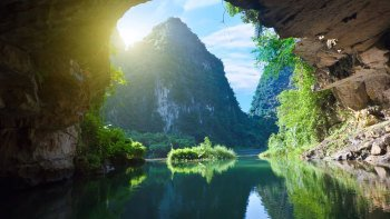 Private Full-Day Ninh Binh & Hoa Lu Tour