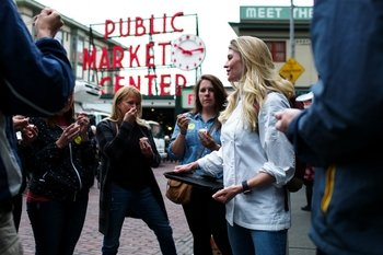 Chef-Guided Tour of Pike Place Market with Food Samples