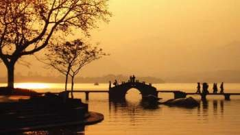 Private West Lake, Linyin Temple & Dragon Well Tour