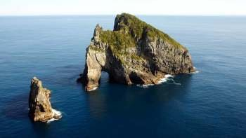 Bay of Islands Cruise Excursion – Hole in Rock Cruise