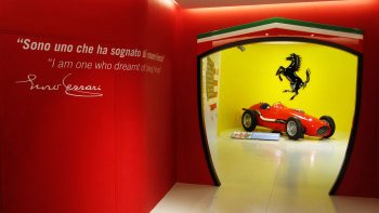 Food & Ferrari: Full-Day Tour with Lunch