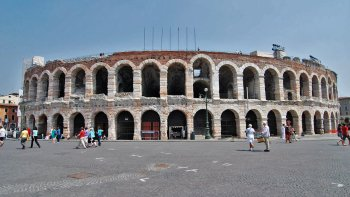 2-Day Verona Trip with Opera Tickets by High-Speed Train from Florence