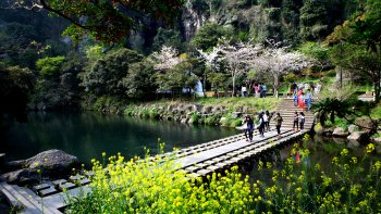 2-Day Jeju Island Tour to Folk Village, Cave & Sunrise Peak
