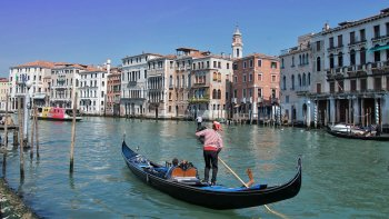 Discover Venice Walking Tour & Shared Gondola Ride