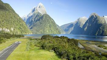 Milford Sound Helicopter & Cruise with Glacier landing