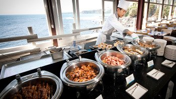 Shangri-La Yacht Tour & Seafood Buffet Dining Experience