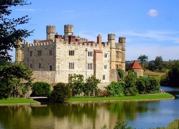 Leeds Castle Canterbury Cathedral Dover & Greenwich Tour with Admission