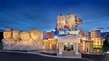Pigeon Forge Hollywood Wax Museum Entertainment Center