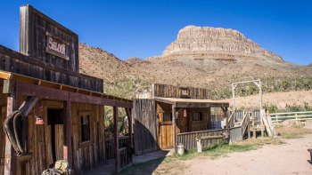 Grand Canyon Tour with Helicopter, Horseback Ride & Wagon Ride Options