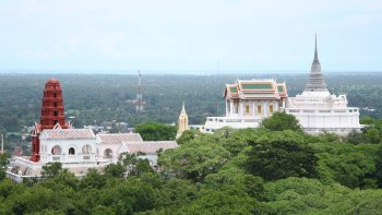 Private Phetchaburi Morning Tour with Visit to Khmer Temple & King's Summer...