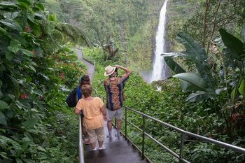 Big Island in One Day: Volcanoes, Waterfalls & History Tour