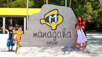 Day Trip to Mañagaha Island with Transportation, Banana Boat & Parasailing