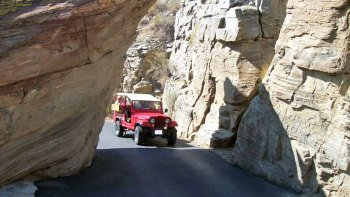 Small-Group Indian Canyons Half-Day Jeep Tour