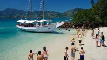 Guided Sightseeing Cruise to Angra dos Reis with Private Option