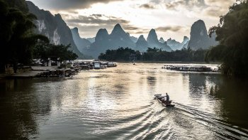 Private Tour of Xianggong Hill & Li River Valley with Raft Ride & Lunch