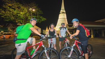 Evening Bike Tour with Night Markets & Street Food Tastings