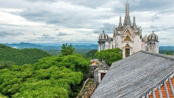 Private Wat Mahathat, Khao Wang Palace & Tham Khao Luang Half-Day Tour