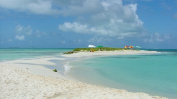 3-Day Los Roques Outing with Roundtrip Flight & Boating