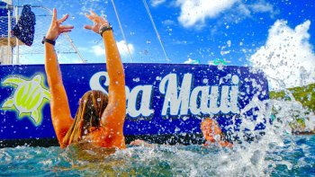 Lanai Snorkel & Sail Cruise with Breakfast, Lunch & Drinks