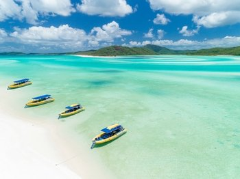 Snorkelling Tour of the Whitsundays on an Ocean Raft