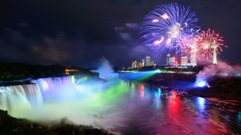 Niagara Falls Tour by Day & Night with 3-Course Dinner