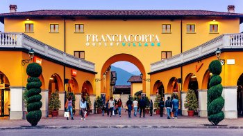 Franciacorta Outlet Village: Shopping Tour