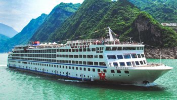 4-Day Yangtze River Cruise from Chongqing On board