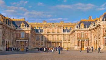Skip-the-Line Entry to Versailles with Roundtrip Shuttle from Central Paris