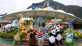 Skip-the-Line Hong Kong Ocean Park Ticket with Hotel Transfers