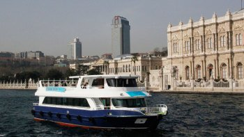 Bosphorus Cruise, Dolmabahce Palace & Asian Side Full-Day Tour