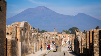 Pompeii & Mount Vesuvius Full-Day Tour with Lunch