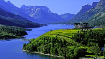 Full-Day Tour to Waterton Lakes National Park