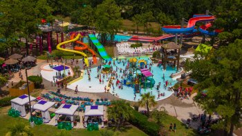 Wet 'n' Wild SplashTown Water Park