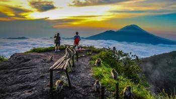 Private Sunrise Volcano Hike with Hot Spring Bath & Kopi Luwak Coffee