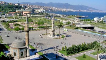 Guided City Tour of Kordon, Republic Square & Karsiyaka