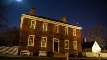 Guided Colonial Ghosts Tour