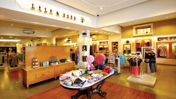 Private Full-Day Bandung Shopping Tour