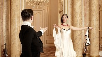 Small-Group Viennese Waltz Instruction for Couples