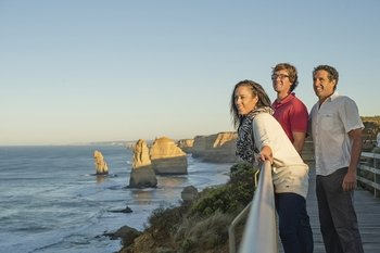 Small-Group Great Ocean Road & Lighthouse Tour with Lunch from Melbourne